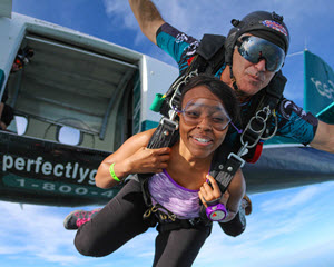 Skydiving Chicago - WEEKEND SPECIAL - 14,000ft Jump (FREE ROUND TRIP SHUTTLE FROM DOWNTOWN CHICAGO INCLUDED!)