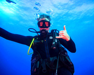 Scuba Diving Oahu - 3.5 Hours (Wreck and Reef Dive!)